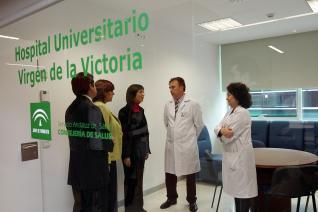El Hospital Clínico de Málaga ayuda a dejar de fumar a más de medio millar de usuarios cada año